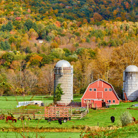 farm-with-red-barn-and-silos-in-vermont-