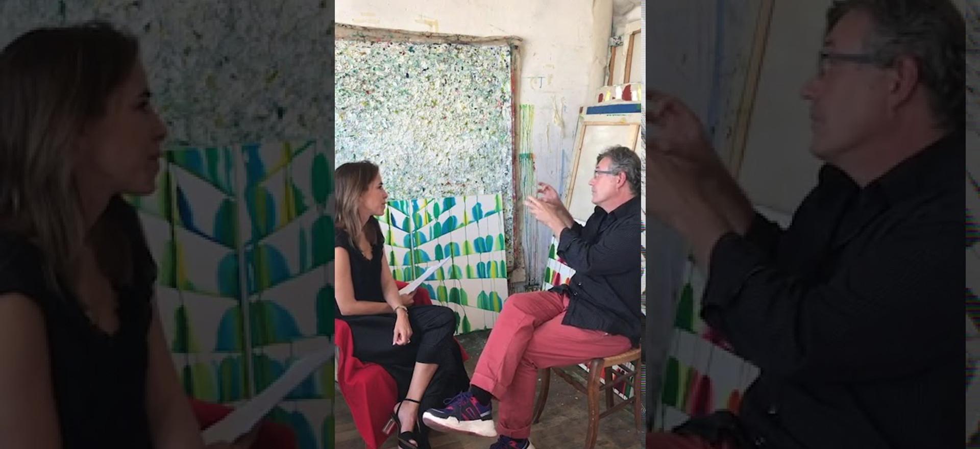 2020. En este encuentro, Inés Etchebarne, presidenta de la Asociación de Amigos del Museo de Arte Moderno de Buenos Aires, visita el taller de Martín Reyna, artista argentino que reside en Francia