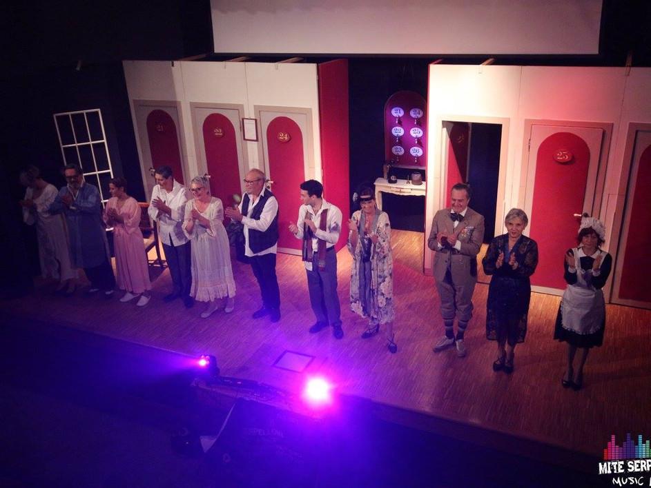Rassegna Teatrale 2017/2018   Teatro Parrocchiale di Sona - Verona  BACIAMI ALFREDO