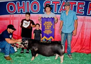Evan Banister, Grand Champion Poland Gilt, Ohio State Fair 2021_edited.jpg