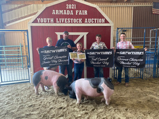 Addyson Roose, Grand Champion Gilt, Reserve Champion Barrow, Reserve and 3rd Overall Market