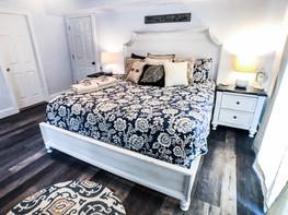 1st Floor King Bedroom