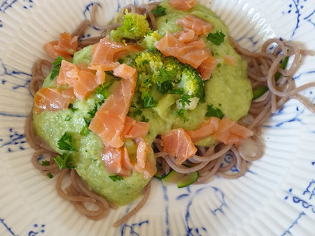 Boekweitpasta met zalm & broccoli