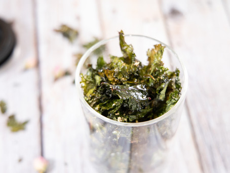 Healthy oven baked kale chips (great for snacks)