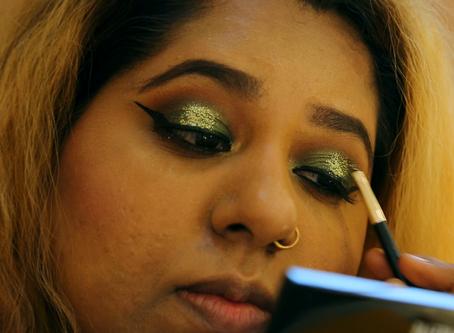 How to do an Eye Makeup routine with Khaki colours