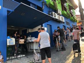 Quebrada Alimentada distribui refeições e cestas básicas na Vila Medeiros, em São Paulo