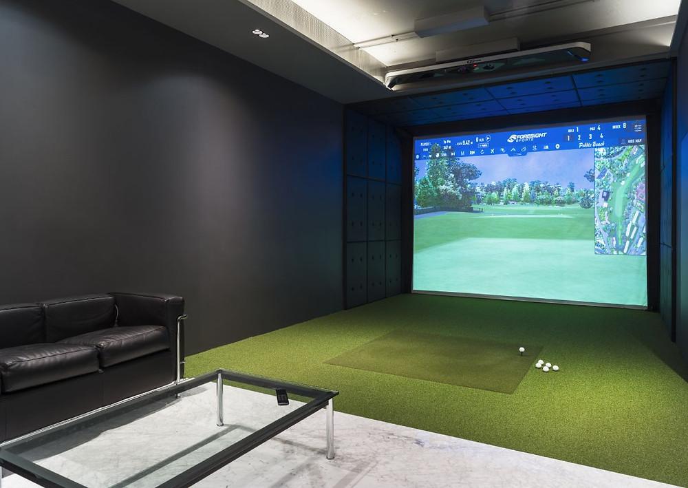 Golf simulator area in Skuggi Media Room