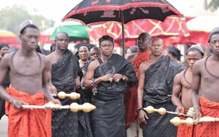 An executioner of the Asante Kingdom, Ghana during the funeral rites and the Burial Ceremony of the late Nana AFIA KOBI SERWAA AMPEM II ASANTEHEMAA.(Asante Kingdom -GHANA)