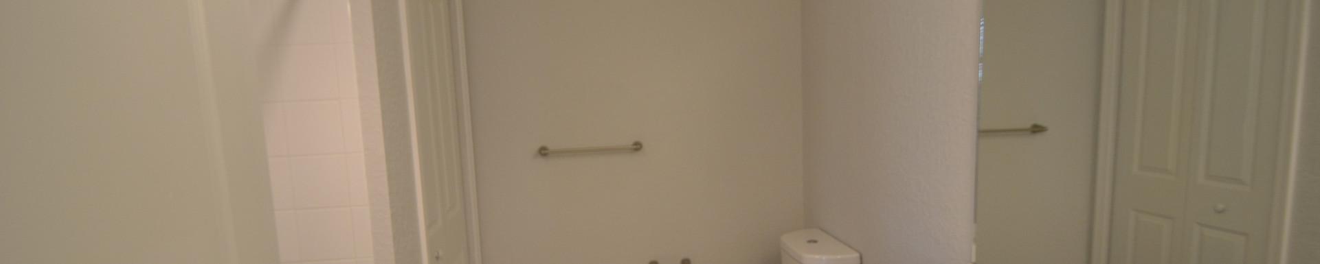 Banyan Court Apartments Bathroom