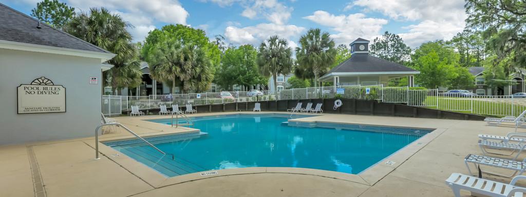 Glen Oaks Apartments Swimming Pool