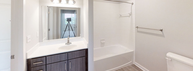 Banyan Cove Apartments Bathroom