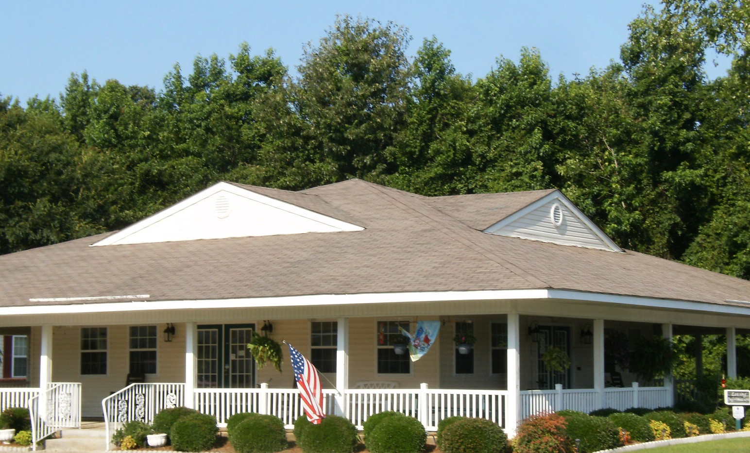 Albany Spring clubhouse exterior photo