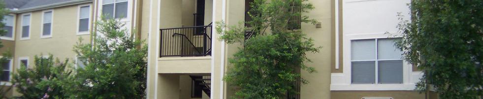 Glen Oaks Apartments Building Exterior