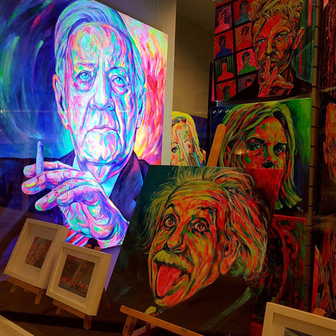 Portrait von Helmut Schmidt im Schwarzlicht