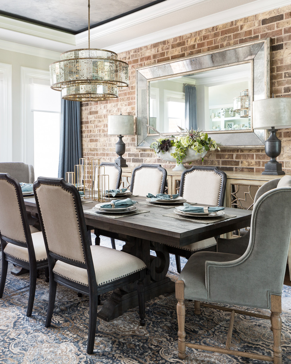 Luxourios and Elegant Dining Room
