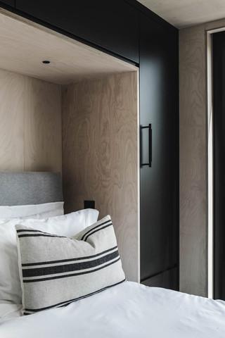 Ayr_Family_Cabin_Bedroom