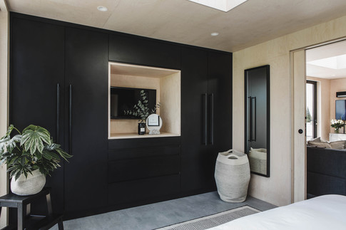 Ayr_Family_Cabin_Bedroom_Interior_with_Bespoke_Wardrobes