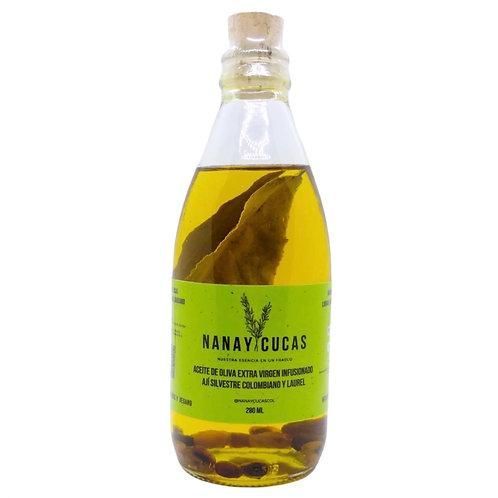 Aceite de oliva extra virgen infusionado con ají silvestre y laurel.