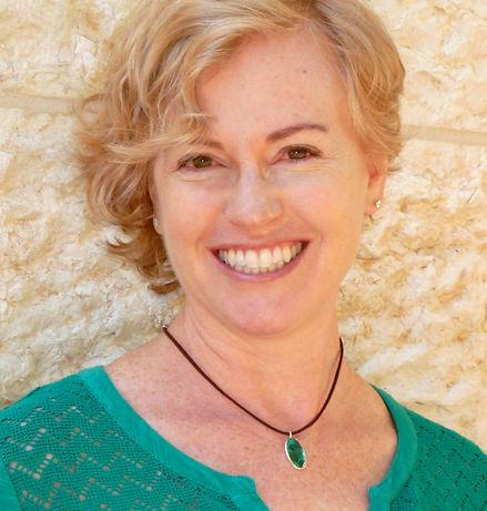 Headshot - Leah Gniwesch.jpg
