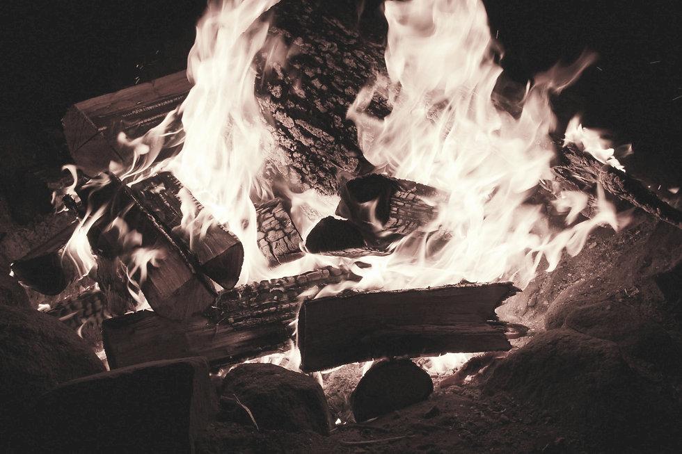 campfire-at-night-1410186350pY3_edited.j