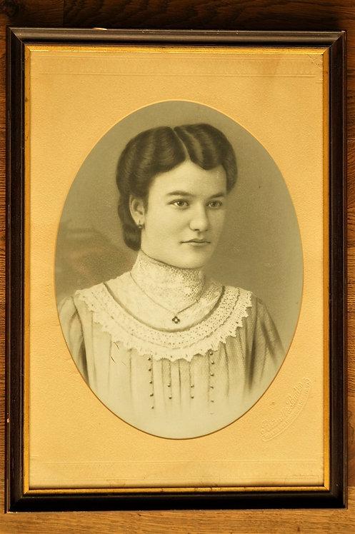 Antikes Portrait um 1900 im edlen Passepartout / Bild / Foto