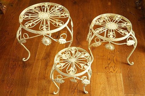 Blumensäule / Blumentischerl aus Eisen im angesagten Brocante-Stil