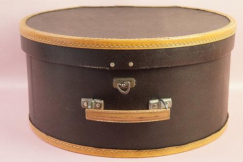 Alter Hutkoffer im besonders charmanten Aussehen! Reisekoffer Box