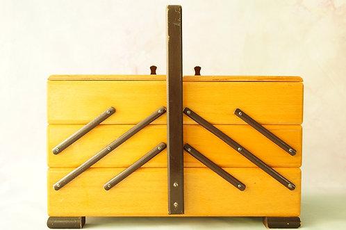 Alter Nähkasten aus Holz – dekorativ&praktisch – auch als Schmuckkiste der Hit!