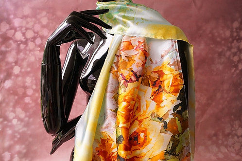Eleganter Satinschal mit Rosen - 160 x 50 cm