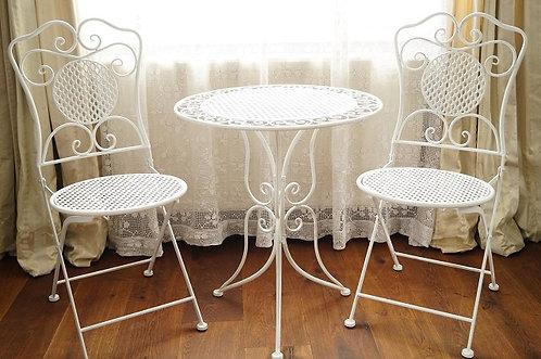 Neue Sitzgarnitur im elegant antiken Stil – Tisch und 2 Sesseln
