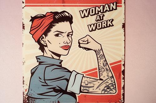 "Metallschild ""Warning - Woman at Work"" im Vintage-Look"