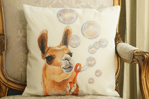 Polster / Kissen im verspielt kultigen Design – Lama mit Seifenblasen