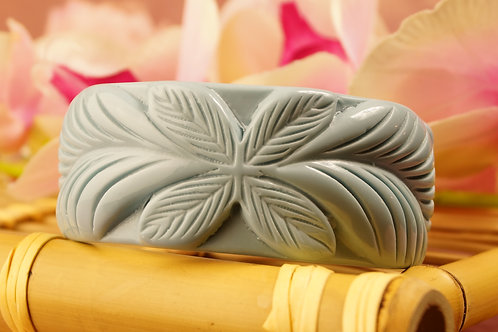 Genialer Armreif aus Acryl  im Carving-Design und im 60´s Stil