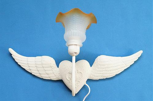 Außergewöhnliche Wandlampe - weißes Herz mit Flügel im Vinagelook – Breite 52 cm