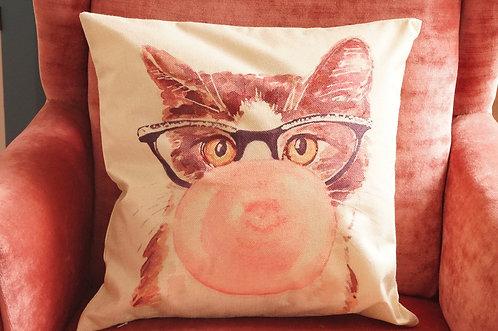 Polster / Kissen im verspielt kultigen Design – Katze mit Kaugummi