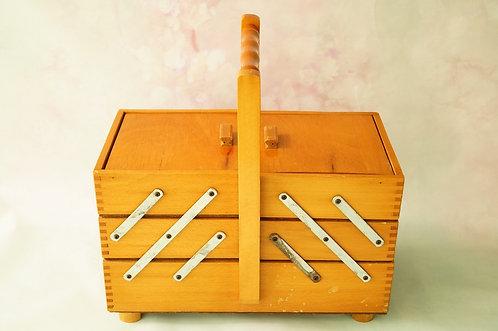 Alter Nähkasten aus Holz – dekorativ & praktisch - auch als Schmuckkiste der Hit