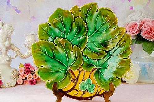 MAJOLIKA! Alter, genialer Teller im zeittypischen Design!