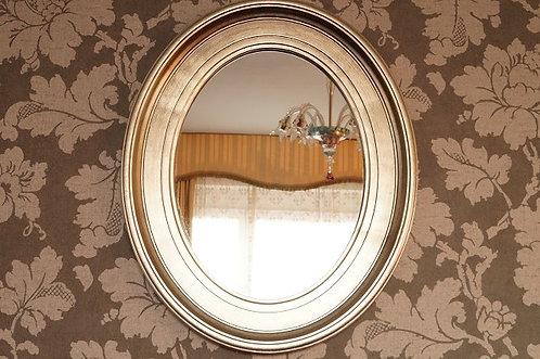 Ovaler Spiegel aus Holz in moderner Silberoptik – ca. 54,5 x 44,5 x 2 cm (HBT)