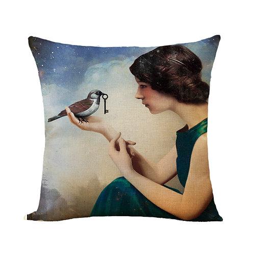 Polster / Kissen im extravaganten Design – Frau mit Vogel  – 45 x 45 cm
