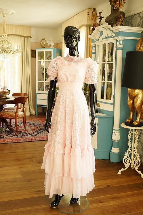 ORIGINAL 70er Jahre Hochzeits- / Ballkleid in Marzipanrosa mit Tüll und Spitze –