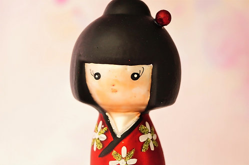 Kokeschi im 60´s-Look ist aus Glas gefertigt & kunstvoll bemalt