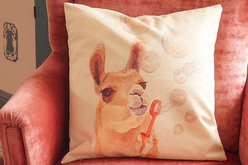 Polster / Kissen im verspielt kultigen Design – Kamel mit Seifenblasen 45x45 cm