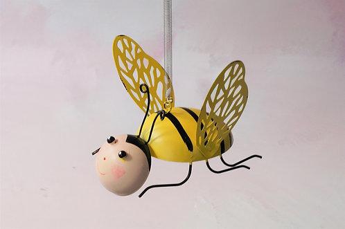 Entzückende Biene auf Feder zum Aufhängen