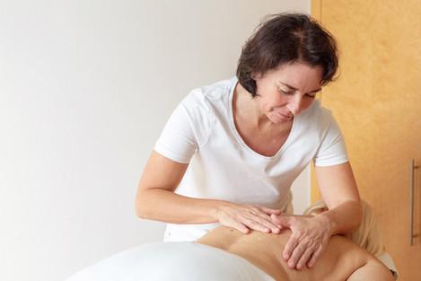 Massagepraxis Kehaunani –  Alexandra Kuhn,mitten im Dritten!