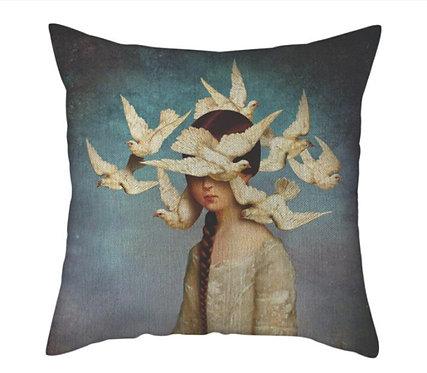 Polster / Kissen im extravaganten Design – Das Taubenmädchen