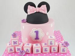 cakes-2-cupcakes-minnie-ears.jpg