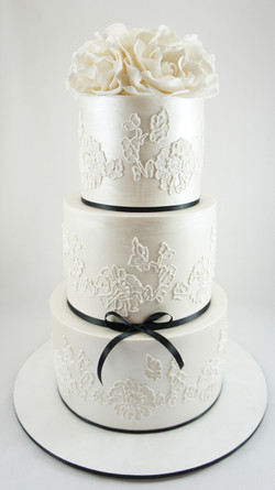 hand-piped-wedding-cake.jpg