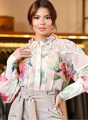 Blusa Floral com Renda Em Até 3x R$ 243,00