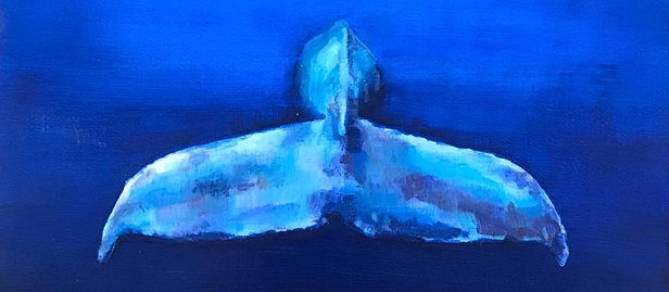 Ballena nadando en el fondo del mar copi