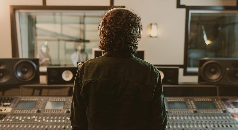 Audio Ingenieur im Tonstudio